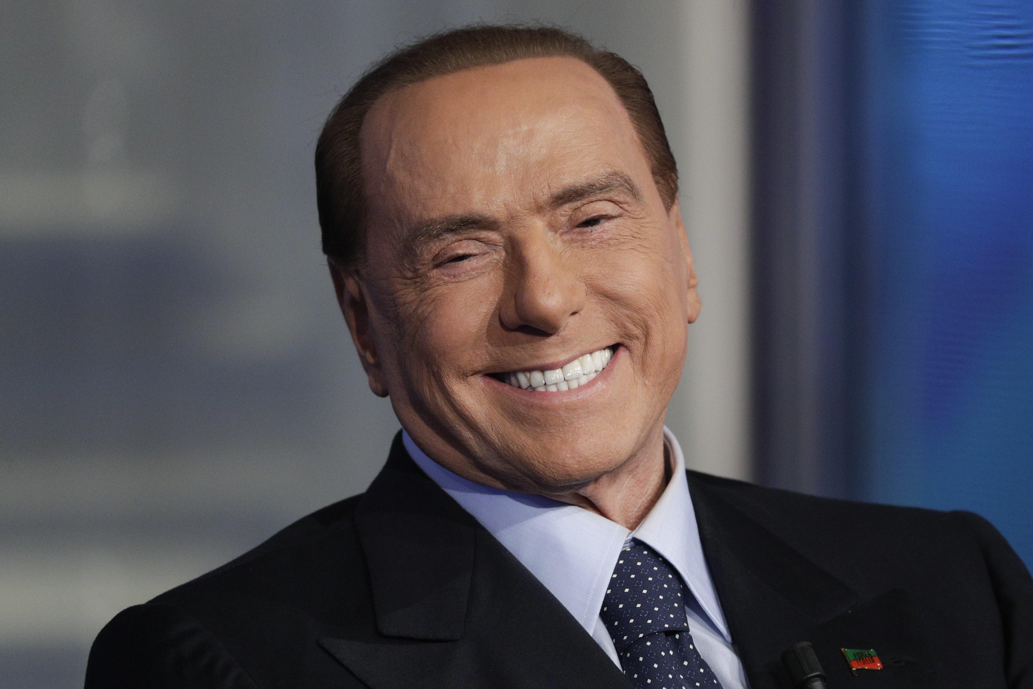 Silvio Berlusconi, l'homme qui ne vieillit jamais grâce à la blépharoplastie !
